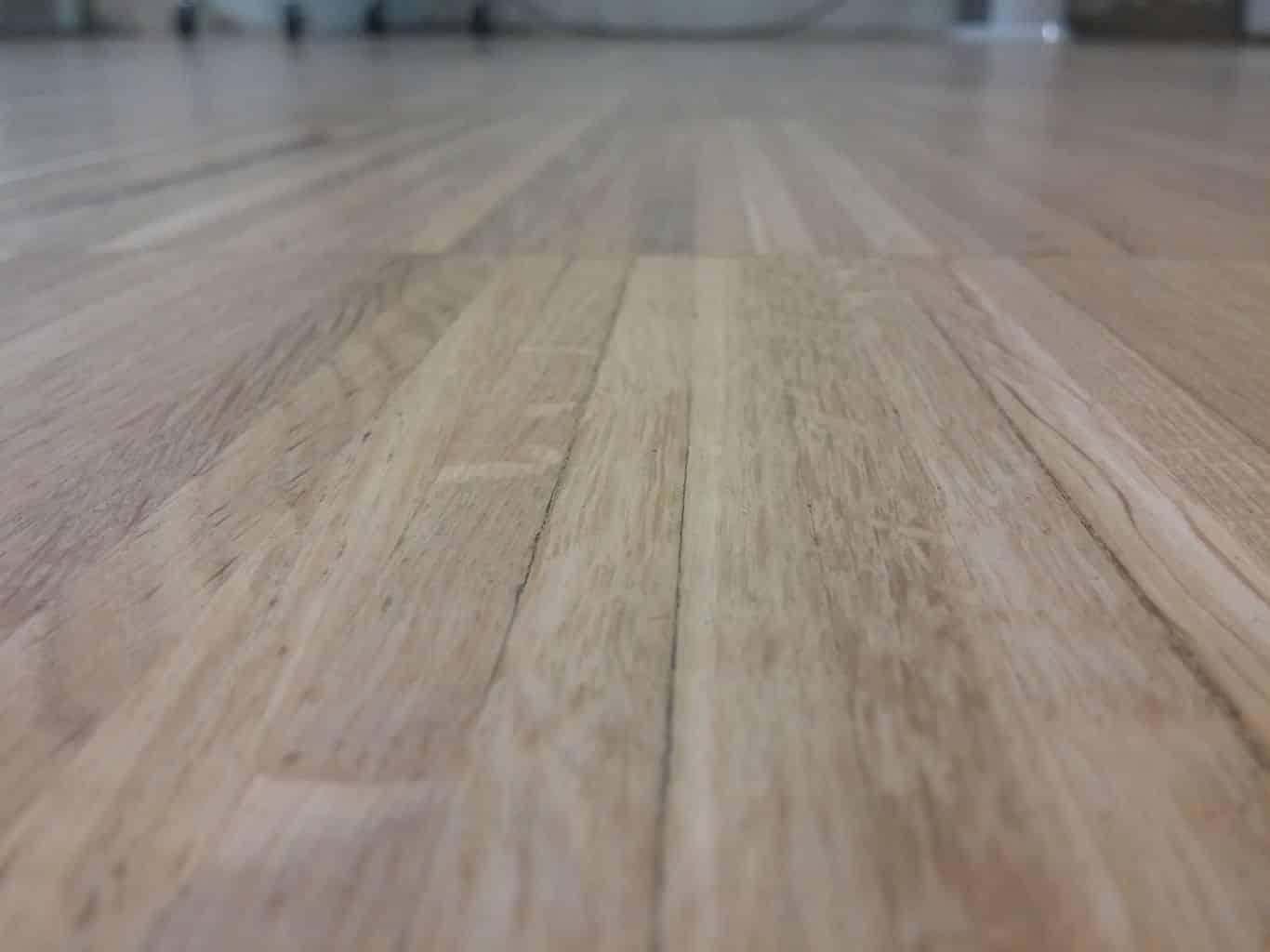 Acuchillado barnizado y reparaci n parquet industrial c - Como limpiar piso de parquet manchado ...